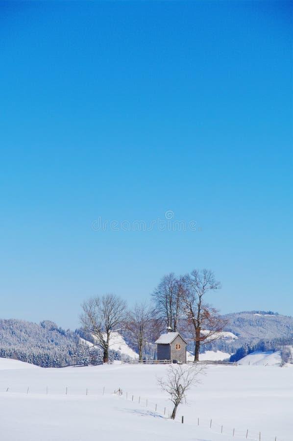 Kaplica w zima krajobrazie obraz stock