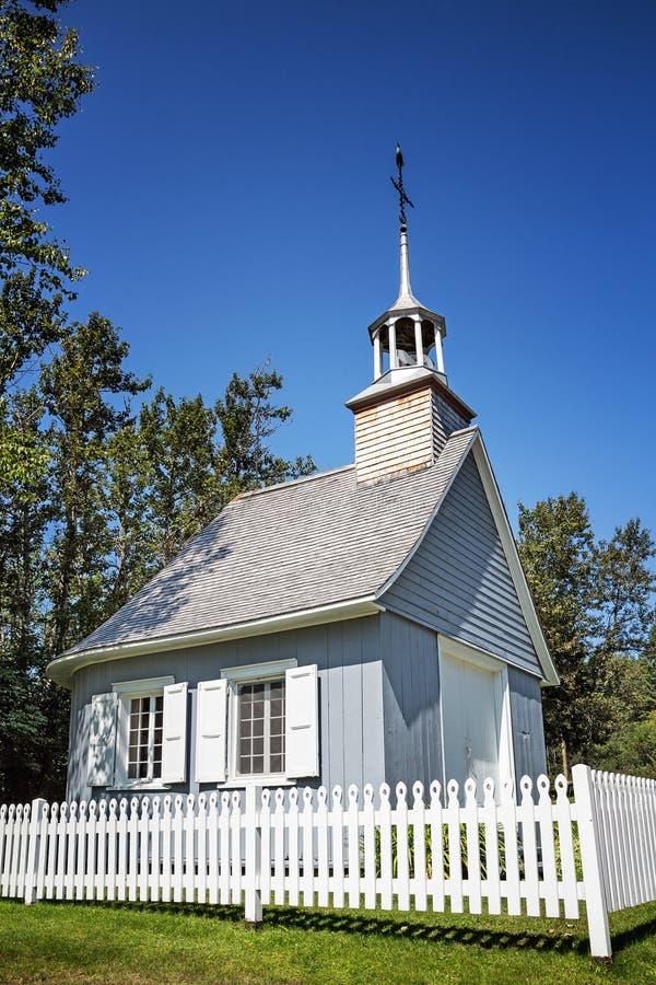 Kaplica z palika ogrodzeniem zdjęcia royalty free