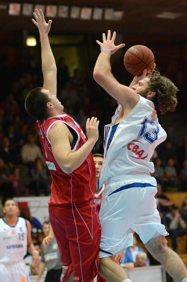 Kaposvar - Kecskemet Basketballspiel lizenzfreie stockfotos