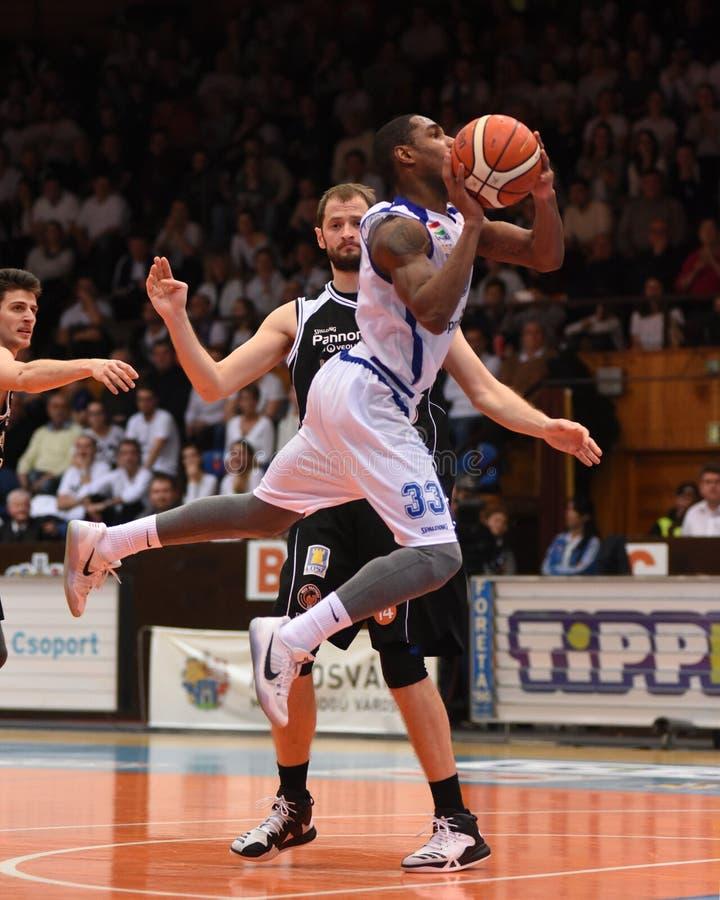 Kaposvar - Pecs-Basketballspiel lizenzfreie stockfotografie