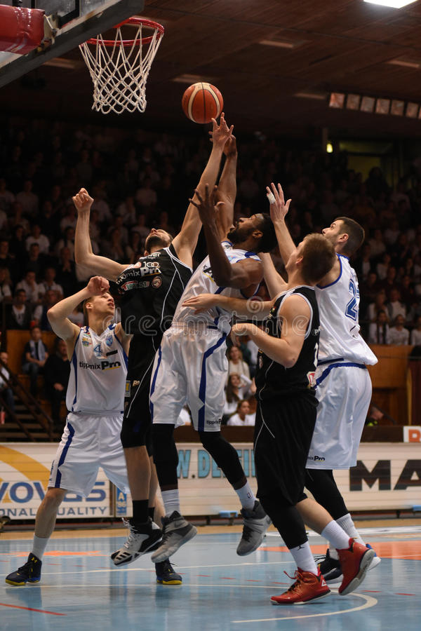 Kaposvar - Pecs-Basketballspiel lizenzfreie stockbilder