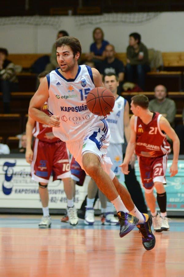 Kaposvar - Salgotarjan basketbalspel royalty-vrije stock foto's