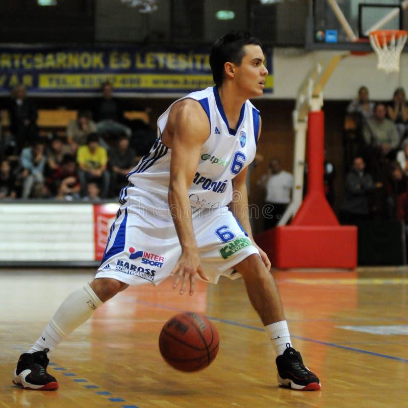 Kaposvar - Sopron Basketballspiel lizenzfreie stockbilder