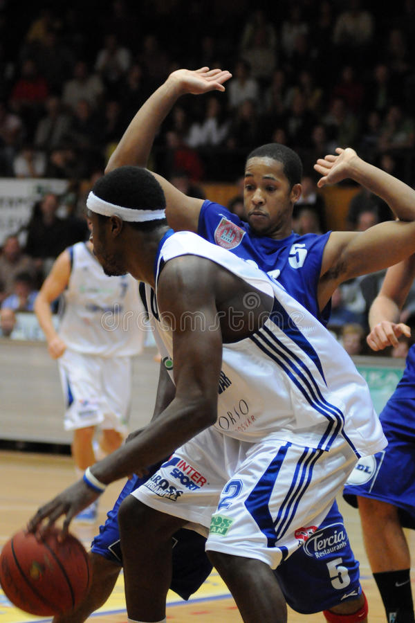 Kaposvar - Sopron Basketballspiel lizenzfreie stockfotografie