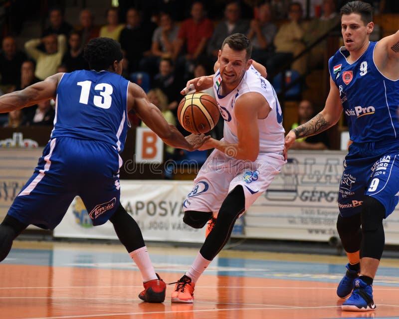 Kaposvar - Sopron Basketballspiel stockbild