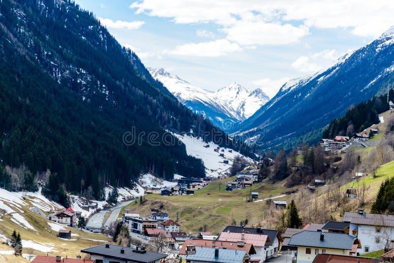 Kappl no inverno Vista linda perto da área de esqui Ischgl Áustria, Tirol imagem de stock