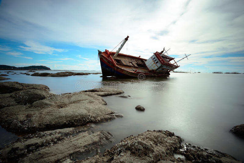 Kapsejsat fartyg royaltyfri fotografi