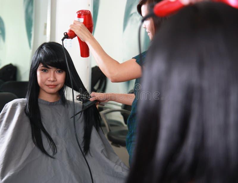 Kapsel of haarbesnoeiing stock foto