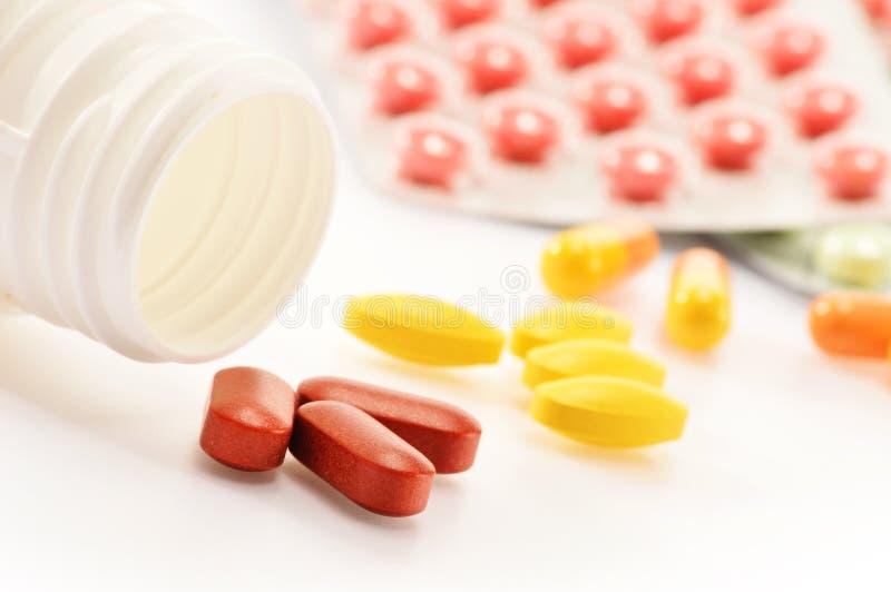 Kapseln der diätetischen Ergänzung und Drogenpillen stockbild