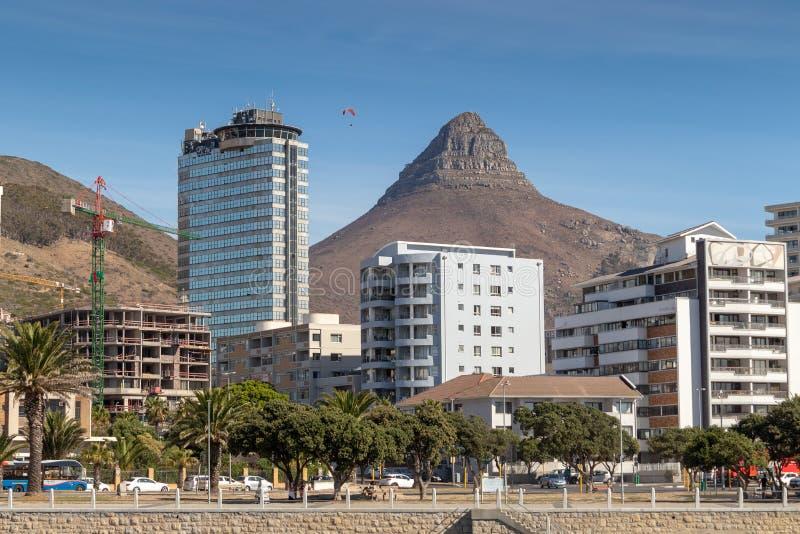 Kapstadt-Teufelhöchstansicht von der Seepunktpromenade lizenzfreie stockbilder