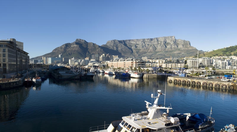 Kapstadt-und Tabellen-Berg lizenzfreie stockfotografie