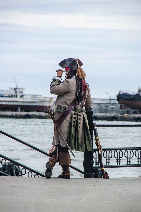 Kapten av ett piratkopieraskepp royaltyfria bilder