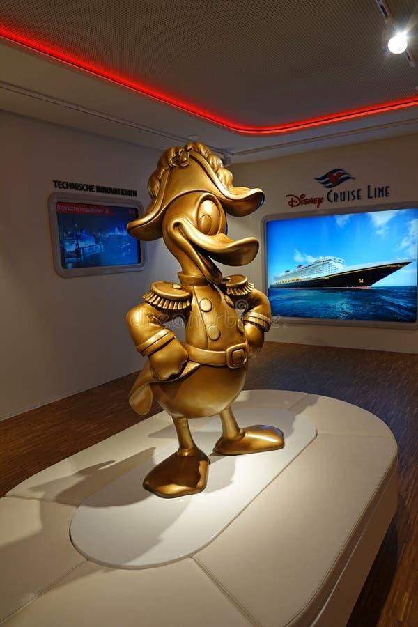 Kapten Donald Duck på den Meyer Werft skeppsvarven i Papenburg, Tyskland royaltyfri foto