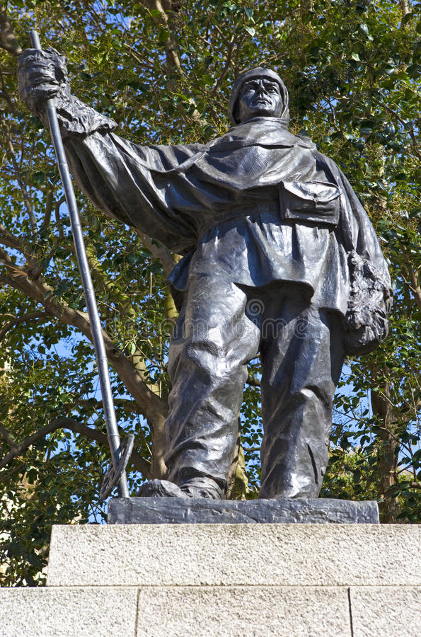 Kapten Robert Falcon Scott Statue i London arkivfoto