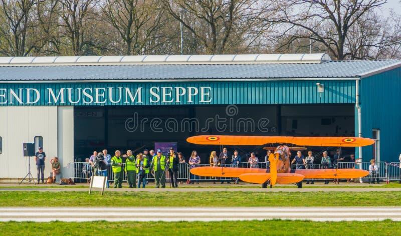 Karłowacieje przedstawienie przy latającym muzeum seppe lotniskowy Breda, Bosschenhoofd holandie, Marzec 30, 2019 fotografia stock