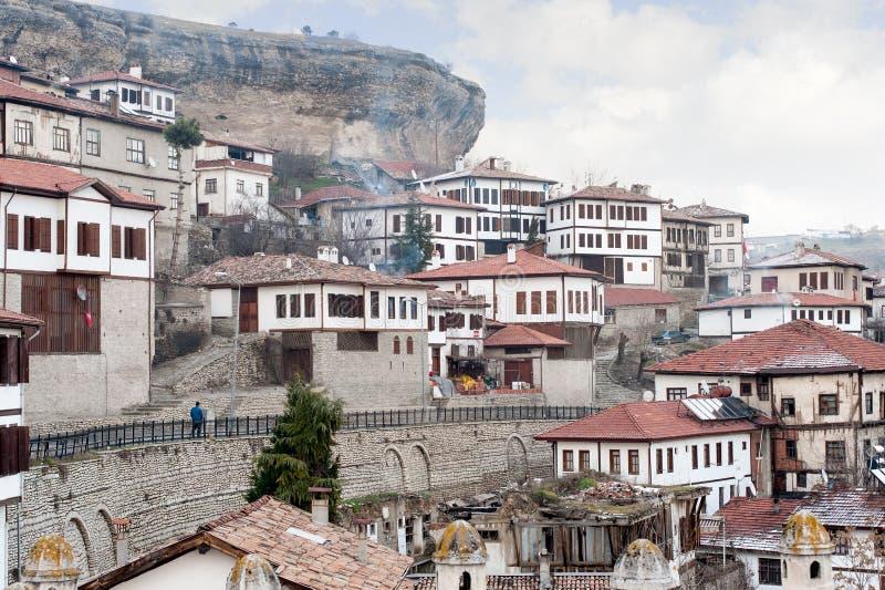 KARABUK,土耳其- 2016年1月21日:市番红花城 老镇保存与1008的许多老大厦登记了历史arti 库存照片