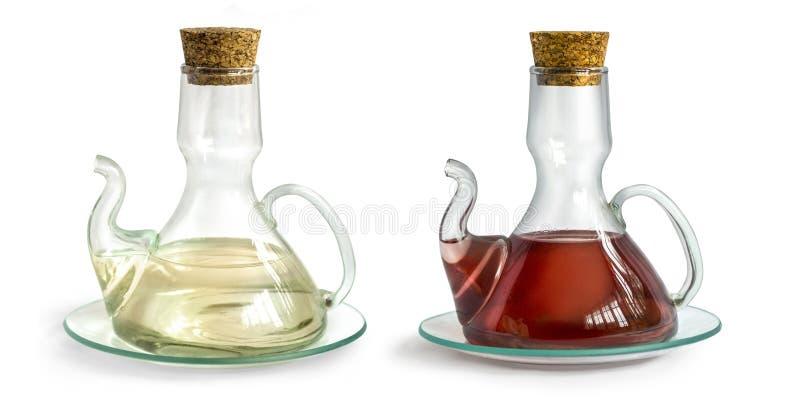 Karaf met geïsoleerde azijn stock foto