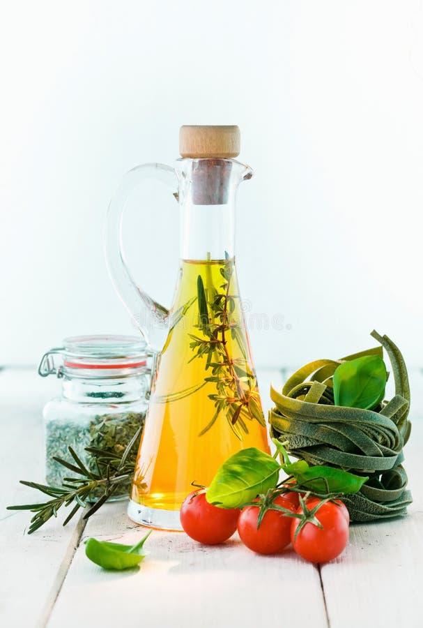 Karaf olijfolie royalty-vrije stock afbeeldingen
