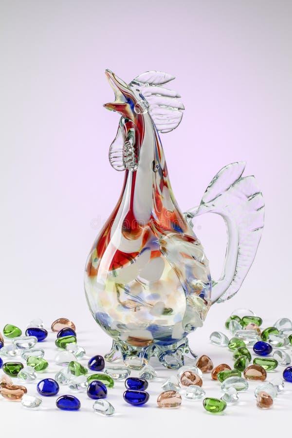 Karaff av en hane med stenar arkivfoton