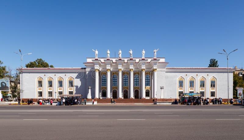 Karaganda, Казахстан - 1-ое сентября 2016: Дворец культуры  стоковые фотографии rf