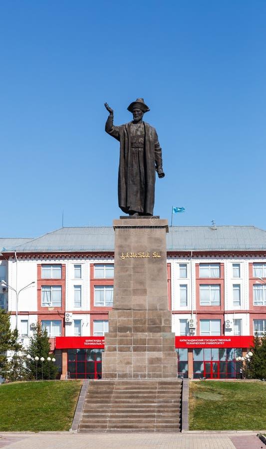 Karaganda, Cazaquistão - 1º de setembro de 2016: Abelha de Kazybek do monumento imagem de stock royalty free