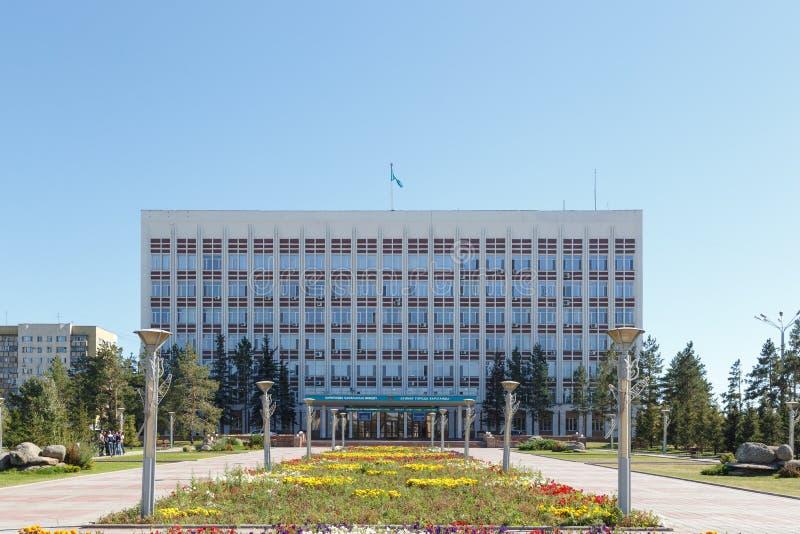 Karaganda, Cazaquistão - 1º de setembro de 2016: Akimat de Karaganda foto de stock royalty free