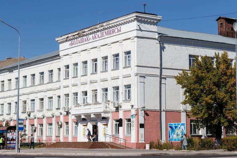 Karaganda, Cazaquistão - 1º de setembro de 2016: Médico do estado de Karaganda fotos de stock royalty free