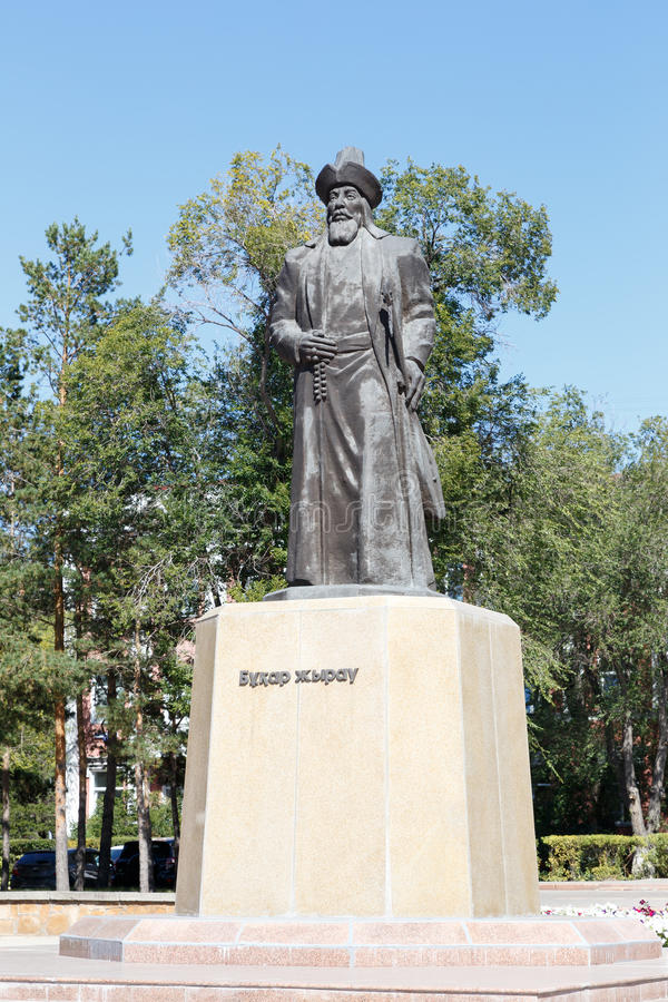 Karaganda, Cazaquistão - 1º de setembro de 2016: Monumento Buhar Zhyrau foto de stock royalty free