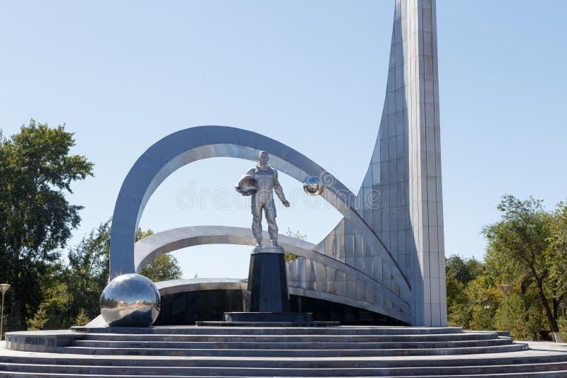 Karaganda, Cazaquistão - 1º de setembro de 2016: Monumento do espaço dentro imagens de stock