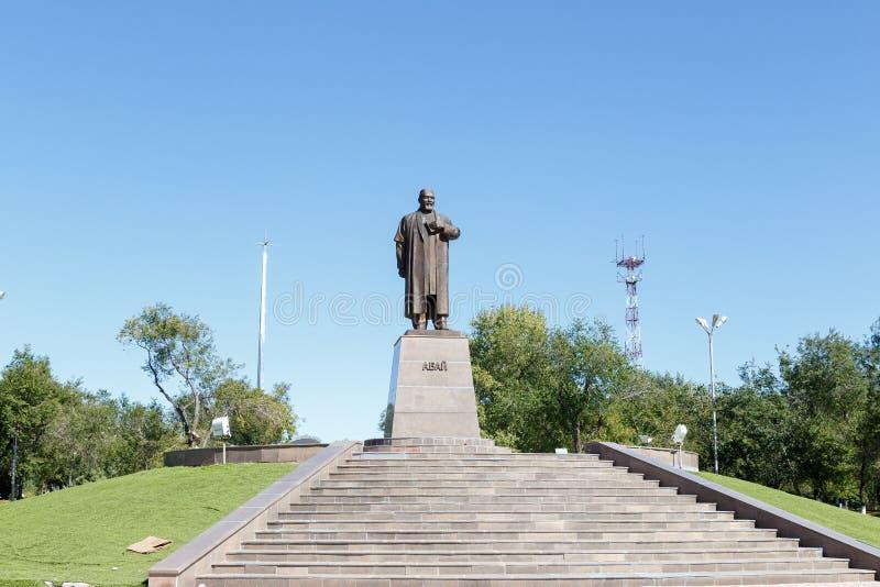 Karaganda, Cazaquistão - 1º de setembro de 2016: Um monumento a Abai Ku foto de stock