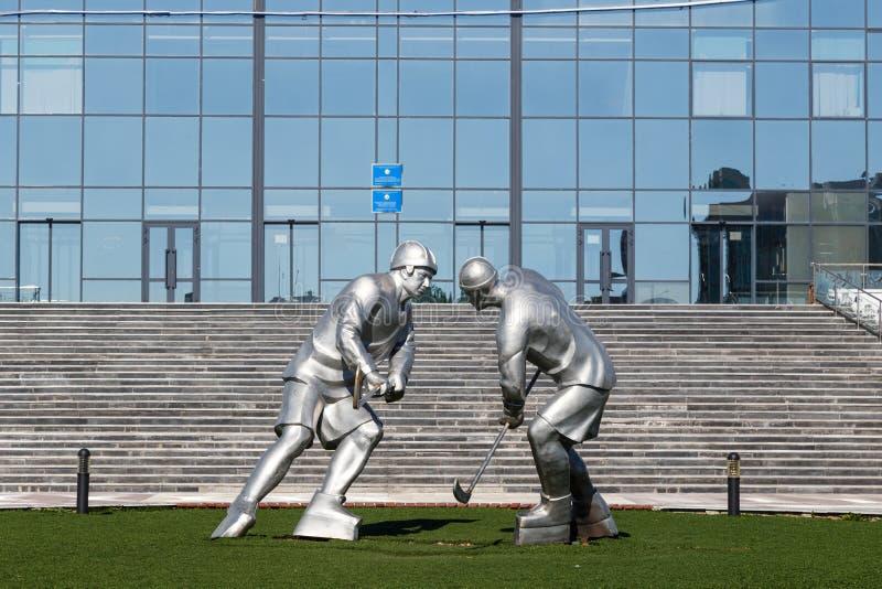 Karaganda Kazachstan, Wrzesień, - 1, 2016: Rzeźba hokej p obraz stock