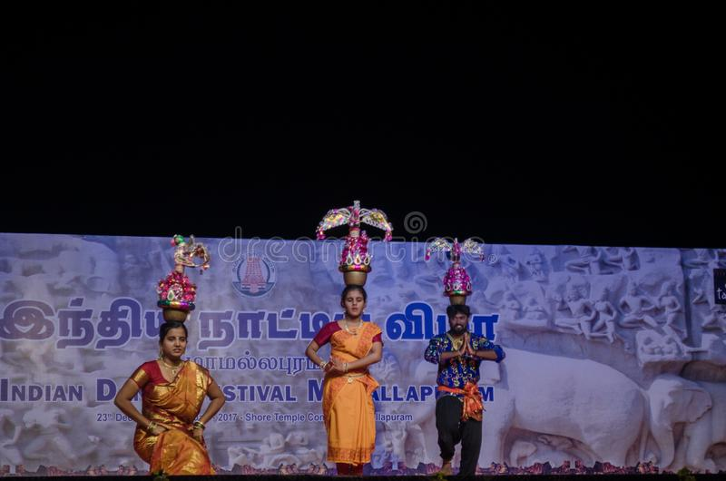 Karakattam-Tanz führte in indischem Tanzfestival mamallapuram durch lizenzfreie stockfotografie