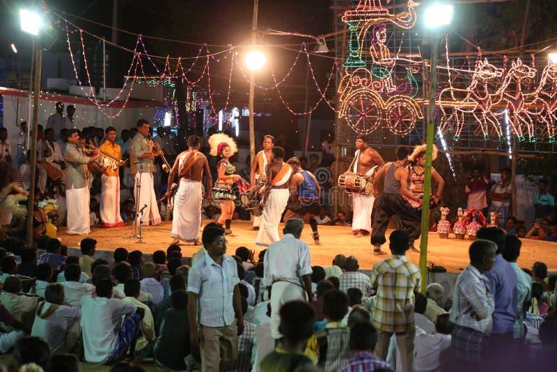 Karakattam-Tanz mit Musik lizenzfreies stockfoto