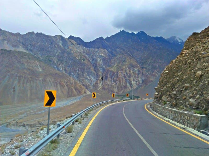 Karakoram huvudväg Pakistan royaltyfri bild