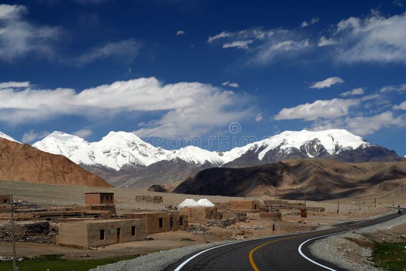 Karakorum huvudväg fotografering för bildbyråer