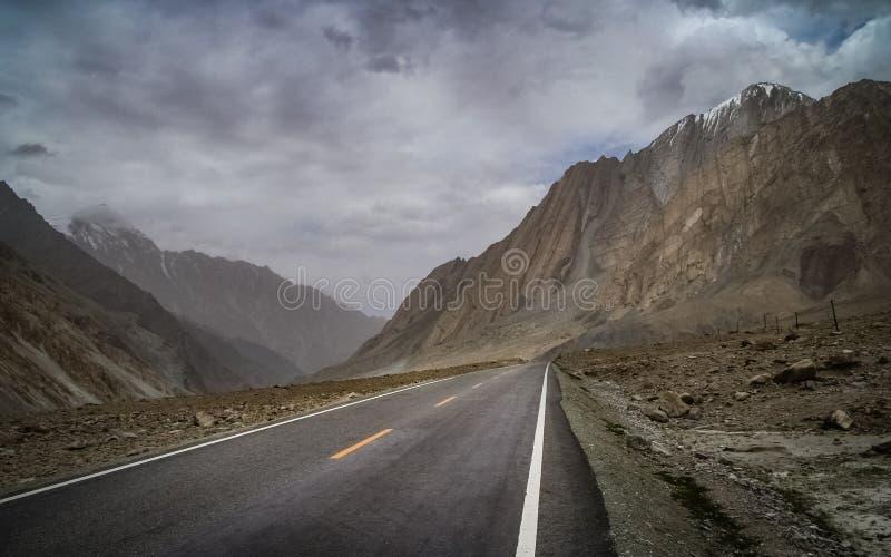 Karakorum huvudväg royaltyfri bild