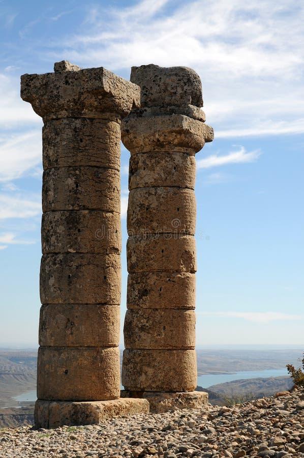 Karakus gravhög i område av Nemrut Dagi, östliga Anatolien royaltyfri fotografi