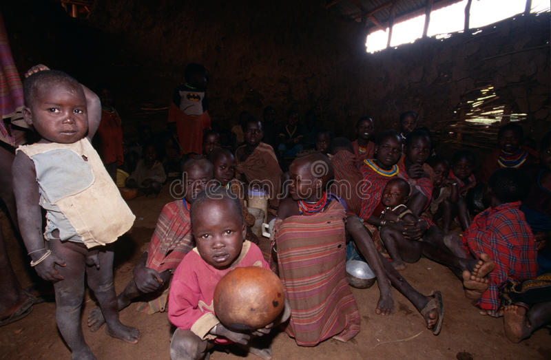 Karamojong byinvånare, Uganda arkivbild