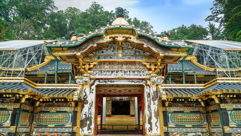 Karamon port på den Nikko Toshogu relikskrin i Japan royaltyfri fotografi