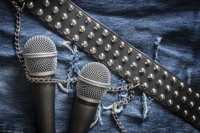 Karaoke/chanteur/groupe de rock photos libres de droits