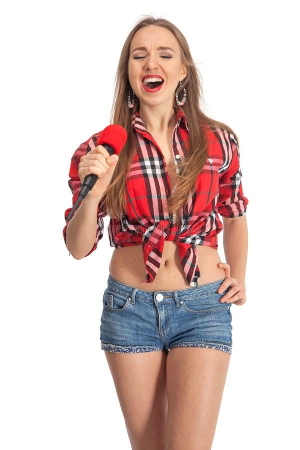 Karaoke de chant de femme avec le microphone image stock