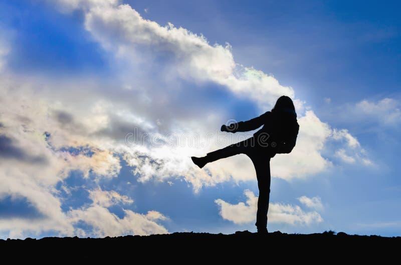 Karate κατάρτισης νέων κοριτσιών στοκ εικόνες