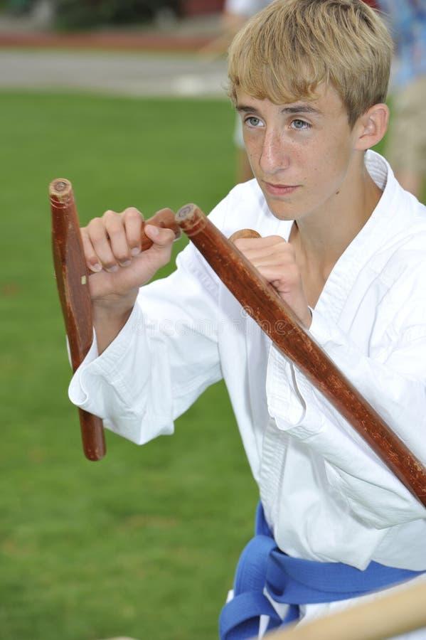 Karate del arma con Tonfa fotografía de archivo libre de regalías
