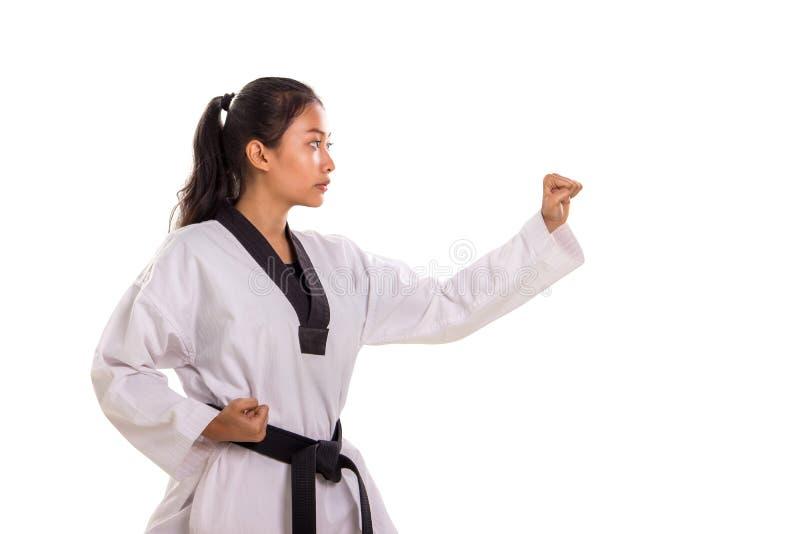 Karate dziewczyna gotowa do obrażenia, profil strony na białym tle fotografia stock
