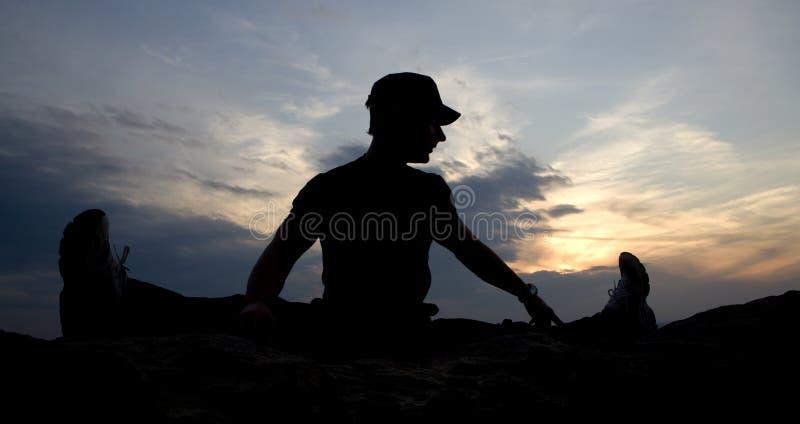 Download Karate zmierzchu szkolenie zdjęcie stock. Obraz złożonej z tradycja - 13341676