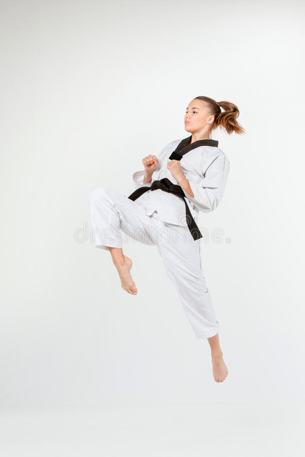Karateflickan med det svarta bältet fotografering för bildbyråer