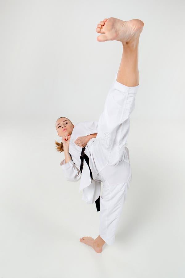 Karateflickan med det svarta bältet royaltyfri foto