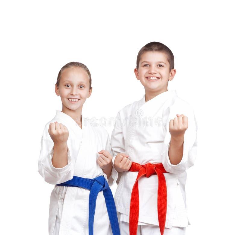 karategi的两位运动员在空手道机架站立  免版税库存图片