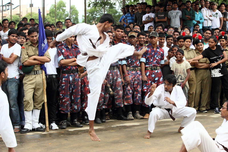 Karatekampfkunst-Straßenkampf lizenzfreie stockfotografie