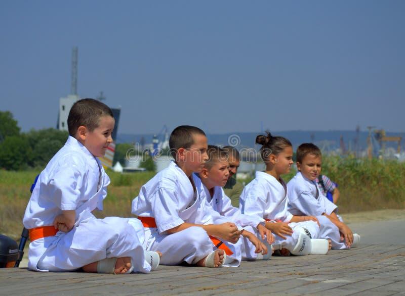 Karateklubbabarn royaltyfri fotografi
